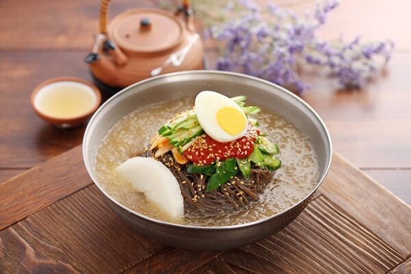Naengmyeon – Mỳ lạnh