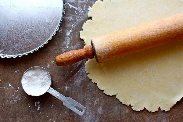 Cách chia bột và nhân làm bánh