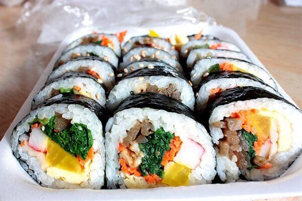 Cách làm sushi rong biển Hàn Quốc ngon miệng, dễ làm ngay tại nhà