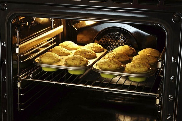 Khoảng 5 phút đầu các bạn nướng bánh ở nhiệt độ cao