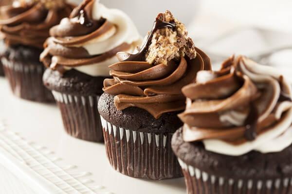 Cách làm bánh Cupcake Socola đẹp mắt trong ngày sinh nhật bằng bột mì