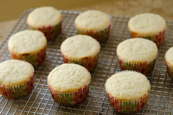 Cách làm bánh cupcake bằng nồi cơm điện đơn giản