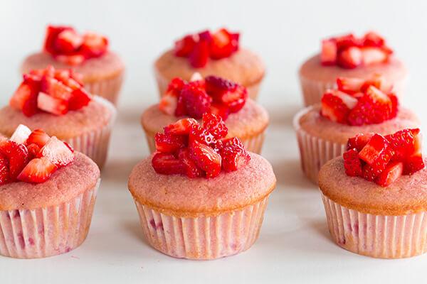 Cách làm bánh Cupcake Kiwi dâu tây thơm ngon
