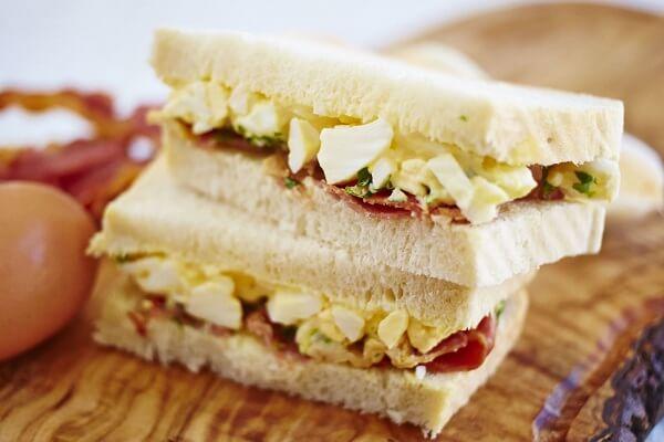Cách làm bánh mì sandwich kẹp trứng đơn giản cho bữa sáng đủ chất - Cách làm bánh mì sandwich kẹp thịt trứng xúc xích, bánh sandwich tam giác nhân sữa chua đơn giản tại nhà