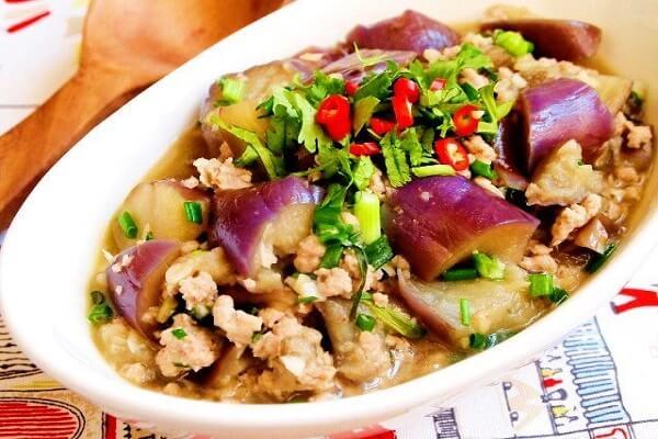 Cà tím là loại rau quả chứa nhiều dinh dưỡng - Cách làm cà tím xào thịt ba chỉ, xào thịt bò ngon giản dị cho bữa cơm gia đình