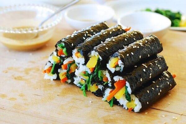 Gimbap - cơm cuộn Hàn Quốc