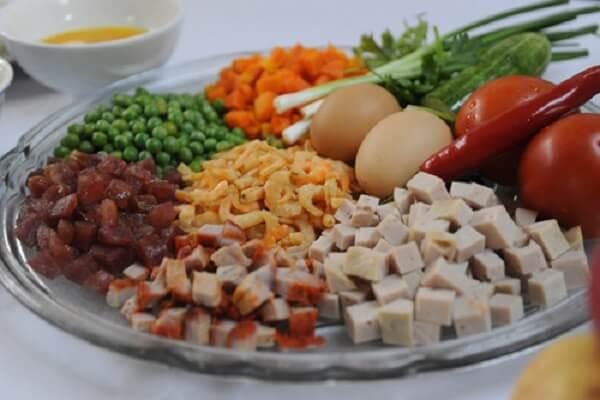 Nguyên liệu cần chuẩn bị cho cách làm cơm chiên hải sản