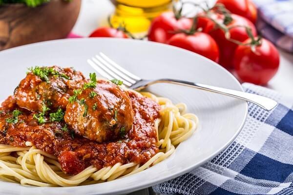 Cách làm mì Spaghetti bò viên sốt cà chua ngon cực và đơn giản