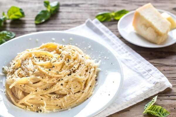 Một món ăn rất đơn giản và dễ làm, rất phù hợp với những người yêu thích phô mai - Cách làm mỳ ý sốt phô mai tiêu đen thơm ngon và chuẩn vị Ý
