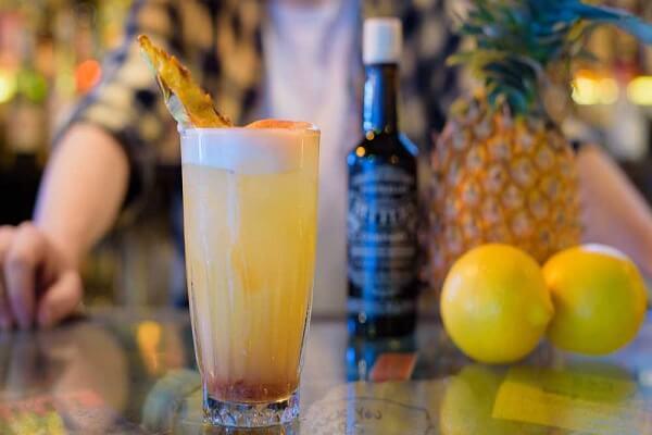 Cocktail là gì ? Cocktail (hay gọi đơn giản là cốc tai) là một loại thức uống được pha trộn