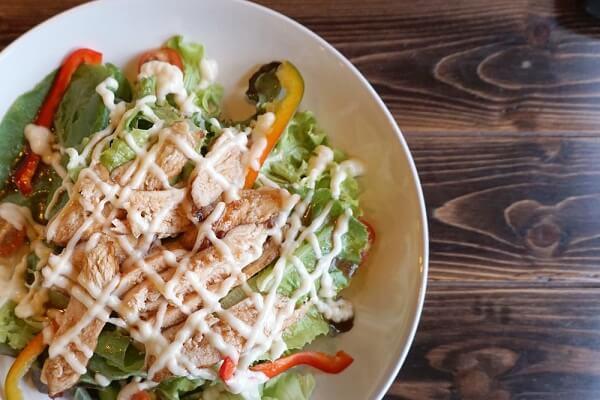 Vậy thì hãy bắt tay vào bếp cùng Massageishealthy học cách làm salad rau trộn mayonnaise nhé!