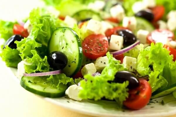 Vóc dáng thọn gọn với cách làm salad dưa chuột cà chua sốt mayonnaise