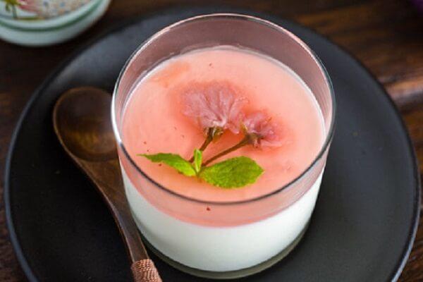 Cách làm thạch pudding dâu socola bằng sữa tươi, lòng đỏ trứng