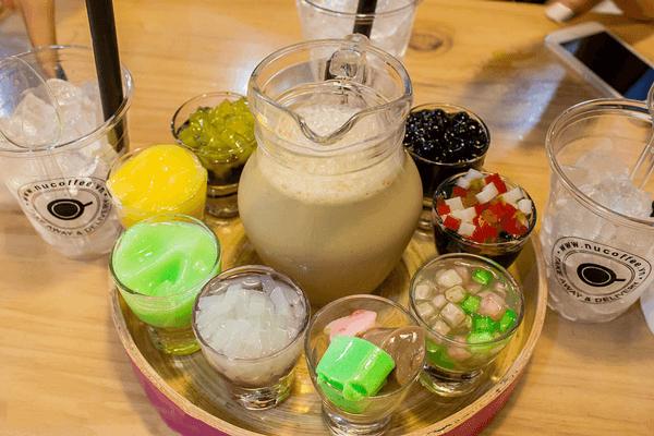 Hoàn thành và thưởng thức cách làm thạch trái cây uống trà sữa