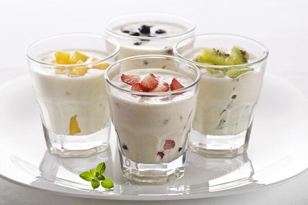 2 cách làm Yaourt đá từ sữa chua với trái cây hoa quả (dâu, kiwi...) ngon nhất tại nhà
