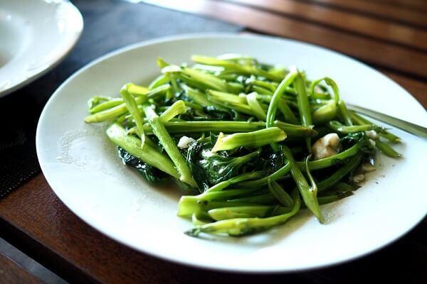 2 cách luộc rau muống xanh giòn và ngon nhất, Thời gian luộc rau muống bao nhiêu phút là được?