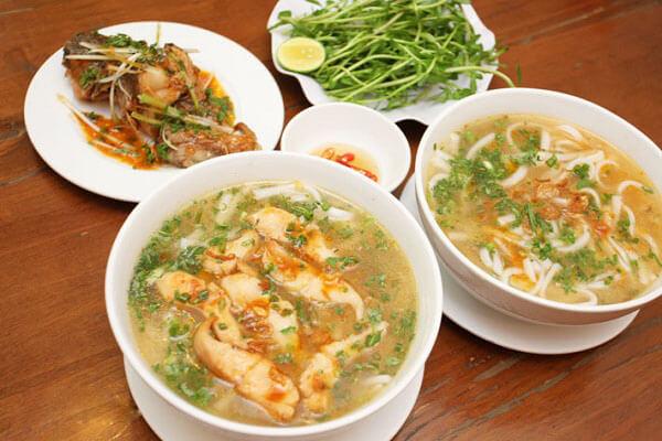 Cách nấu bánh canh cá lóc bột gạo ăn với rau đắng theo kiểu người miền Tây