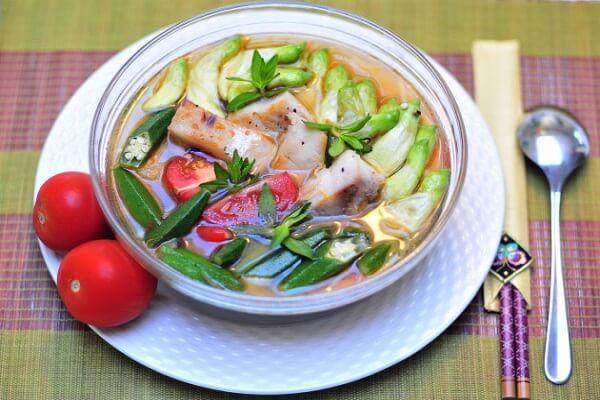 2 cách nấu canh chua đầu cá hồi không tanh với cà chua, đậu bắp dứa, Đầu cá hồi nấu món gì ngon?