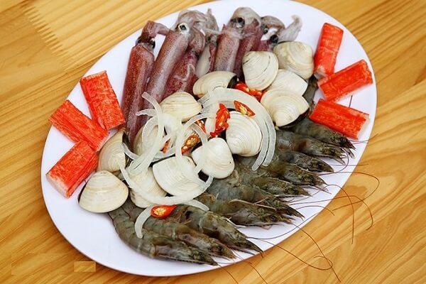 Cho nguyên liệu vào trong nồi nước lẩu - Cách nấu lẩu mắm cá linh, cá lóc ngon đúng điệu miền Tây chỉ 7 bước đơn giản mà Đậm Đà Hương Vị