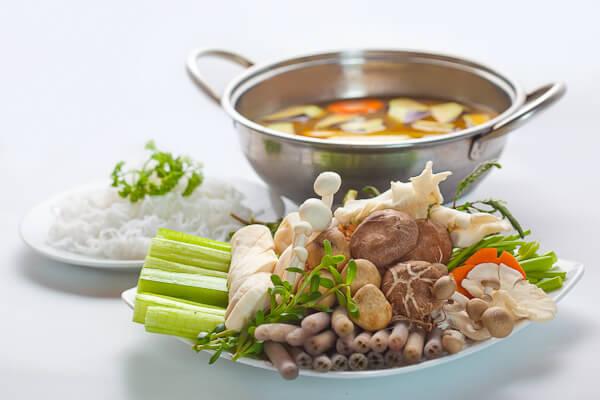 Cách nấu lẩu nấm chay ngon thanh đạm cho ngày rằm