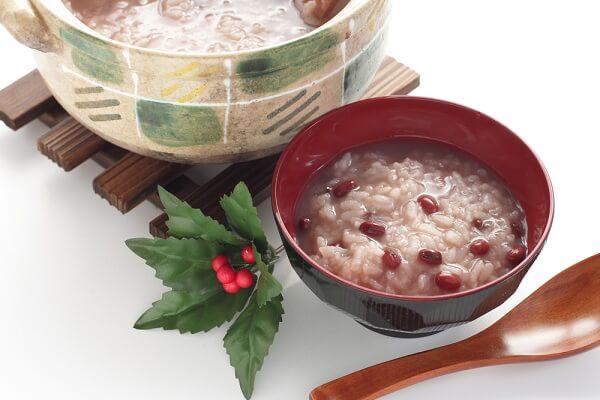 2 cách nấu cháo đậu đỏ lá dứa nhanh mềm nhừ và nhiều dinh dưỡng cho bé tại nhà