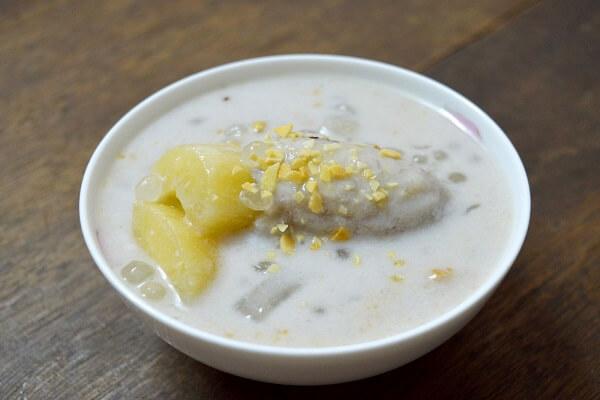 Cách nấu chè chuối bột báng nước cốt dừa, nấu chè chuối chưng bột năng bột bắp thơm ngon tại nhà