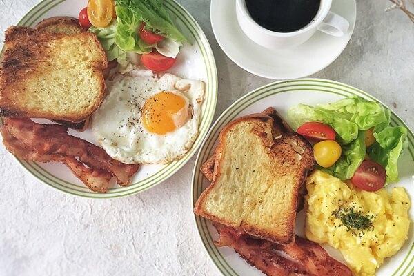 Bánh mì nướng - một món ăn sáng đơn giản