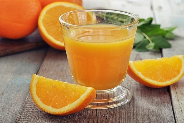 Nước cam sẽ giúp cho cách pha trà lipton túi lọc tăng thêm hương vị.