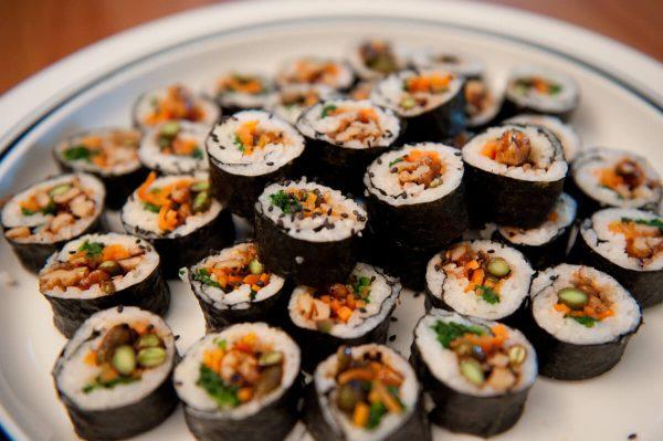 Cơm cuộn rong biển (kimbap)