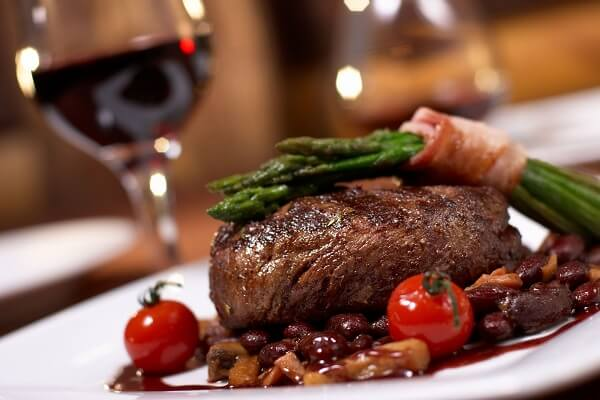 Cách làm bò nướng sốt vang đỏ phong cách Pháp (châu Âu)