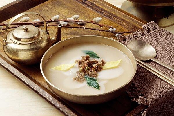 Canh bánh gạo Hàn Quốc Tteokguk - ẩm thực ngày Tết của xứ sở kim chi