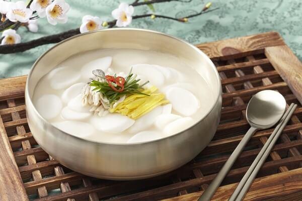 Cách Làm Canh Bánh Gạo Hàn Quốc Tteokguk - Ẩm Thực Hàn Quốc