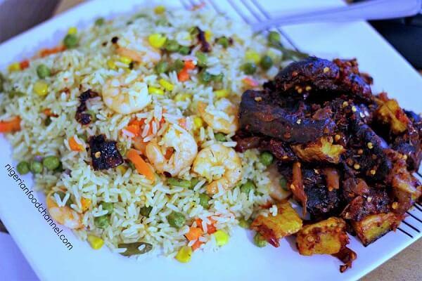 Học cách làm cơm chiên kiểu Nigeria lạ miệng hấp dẫn