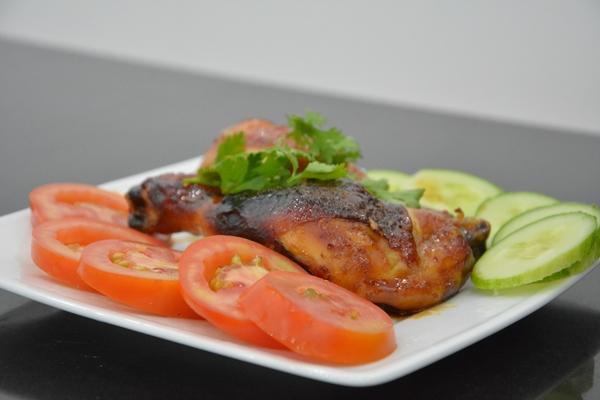 Cách ướp gà nướng: làm gà nướng muối ớt mật ong, gà nướng giấy bạc sa tế, nướng lu nướng than nguyên con
