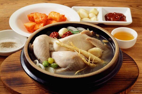 Khám phá cách làm gà tần sâm Hàn Quốc bổ dưỡng