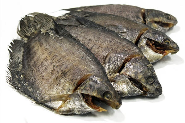 4 con cá sặc khô - Cách làm gỏi xoài khô cá sặc miền Tây dân dã mà thơm ngon