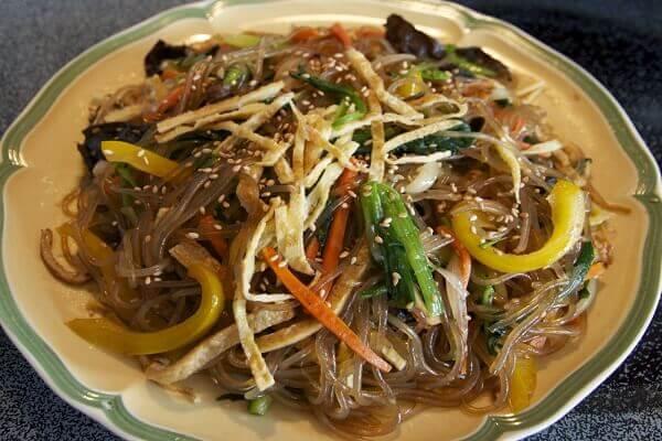 Miến trộn là món ăn khá phổ biến tại Hàn Quốc