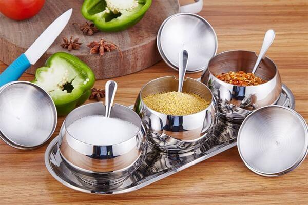 Gia vị: bột nêm, nước mắm, tiêu, đường, muối, dầu ăn