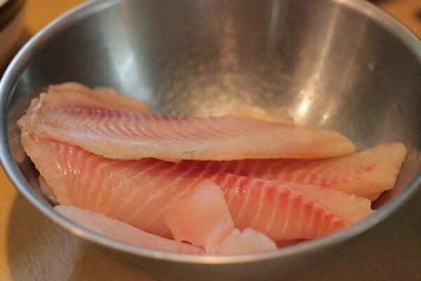 Bạn ướp cá lóc trong vòng 5 đến 10 phút