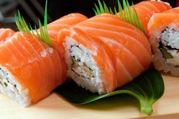 Cách làm sushi cá hồi Nhật Bản đơn giản mà bổ dưỡng