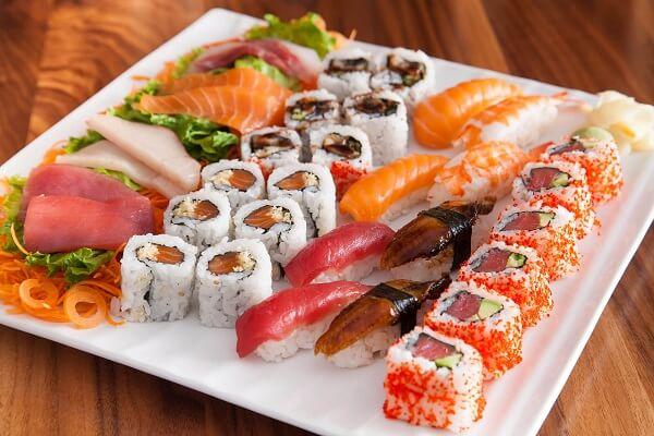 Món Sushi thực chất được làm từ những nguyên liệu vô cùng đơn giản