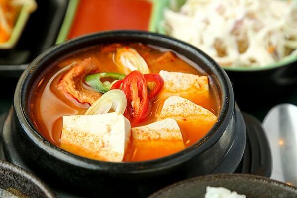 Cách nấu canh kim chi thịt heo hải sản, canh kim chi đậu hũ rong biển kiểu Hàn Quốc cực ngon cực dễ