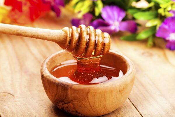 Bạn cho mật ong ra tô