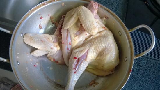 Chọn thịt gà mềm có độ đàn hồi cao thịt tươi