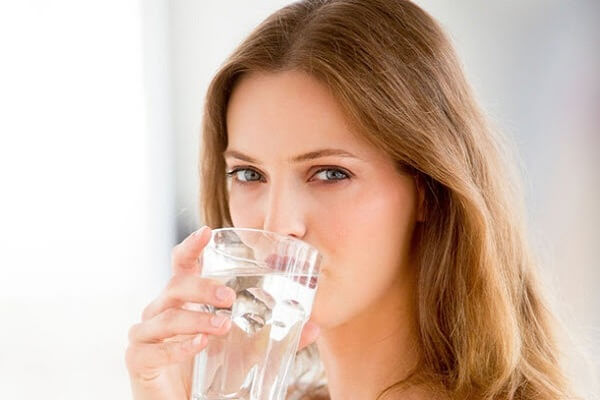 Tuyệt đối không uống nước hay ăn cơm thành miếng to