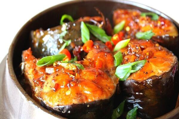 Cá kho là món tủ của nhiều bà nội trợ Việt