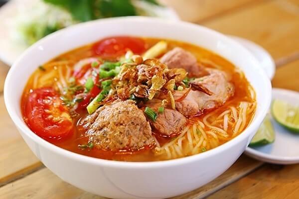 Bún riêu cua là một món ăn truyền thống của Việt Nam