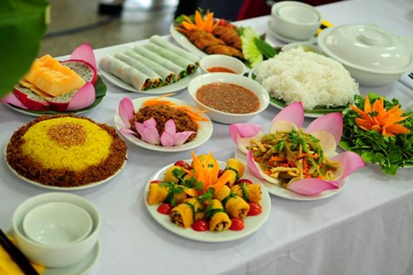 12 quán ngon ở Hà Nội buổi tối, Ăn vặt như bún ốc, bún đậu, nem chua, phở xào buổi tối ở Hà Nội