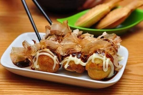 Bánh Takoyaki thường được sử dụng trong những ngày nghỉ lể của Nhật Bản