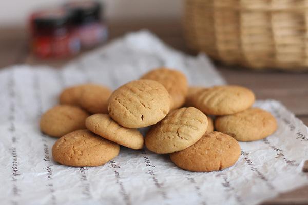 4 cách làm bánh quy bơ Danisa, bánh quy bơ không cần lò nướng, bánh quy gừng Noel bằng lò vi sóng